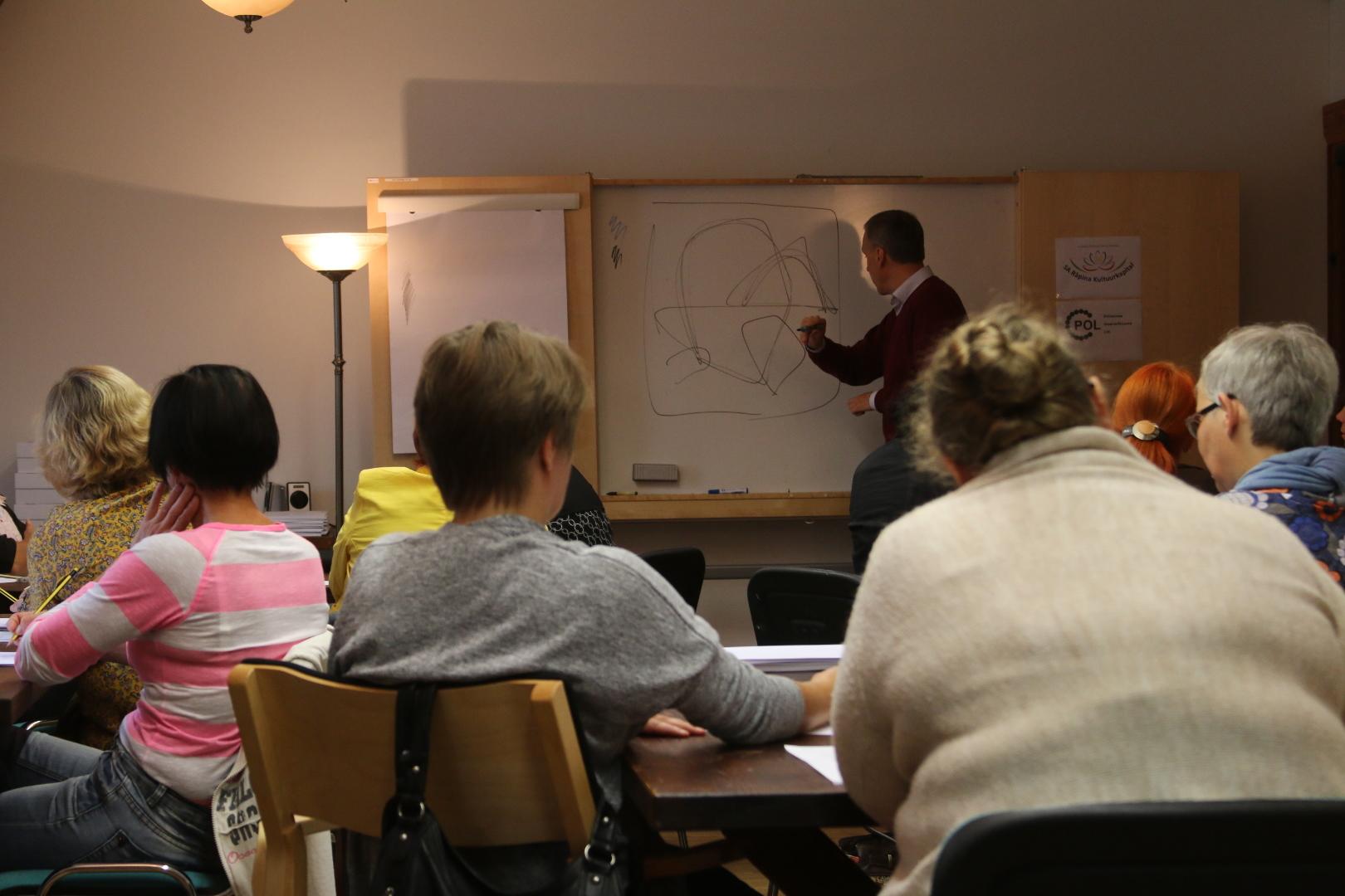 Kujutava kunsti alused Põlvamaa kunstiõpetajatele ja kunstnikele.