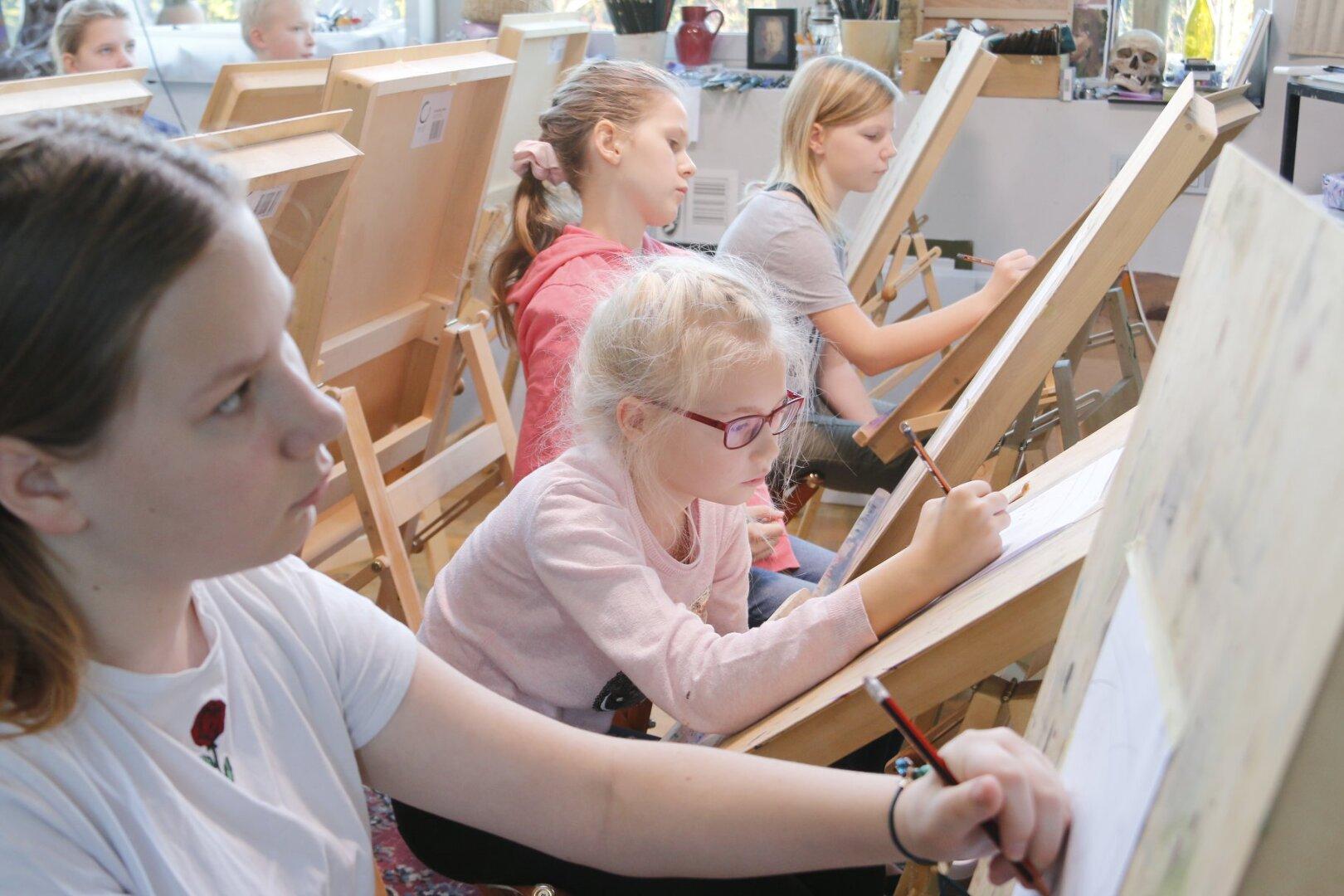 Lastekunstikooli noorem rühm novembris II